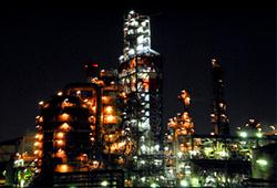 塩浜運河の東亜石油の画像
